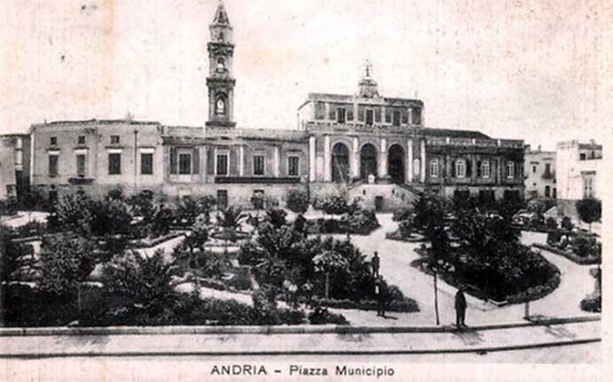 andria-piazza-municipio-primi-del-novecento-foto-d-epoca