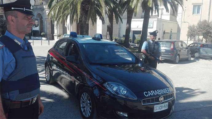 I Carabinieri ad Andria durante un controllo