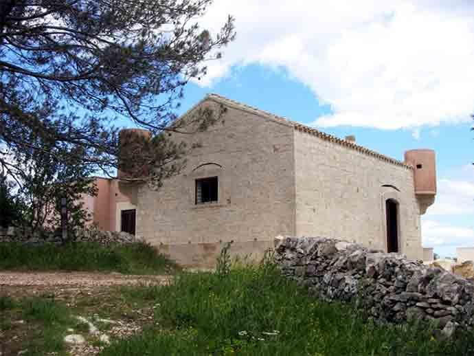 Centro-Visita-Torre-dei-Guardiani-in-agro-di-Ruvo-di-Puglia-parco-alta-murgia