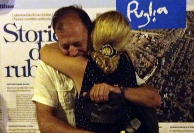 abbraccio-vittime-andria-bari