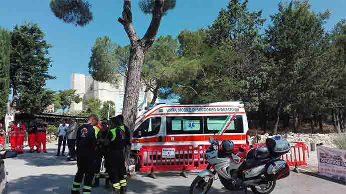 ambulanza-primo-soccorso-a-castel-del-monte