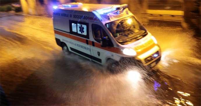 ambulanza-maltempo-pioggia