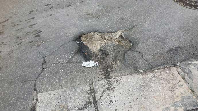 asfalto-danneggiato-in-via-giordano-bruno-zona-pendio-san-lorenzo-ad-andria