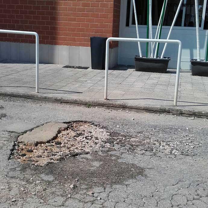 asfalto-danneggiato-nei-pressi-dell-incrocio-semaforico-in-via-barletta-ad-andria