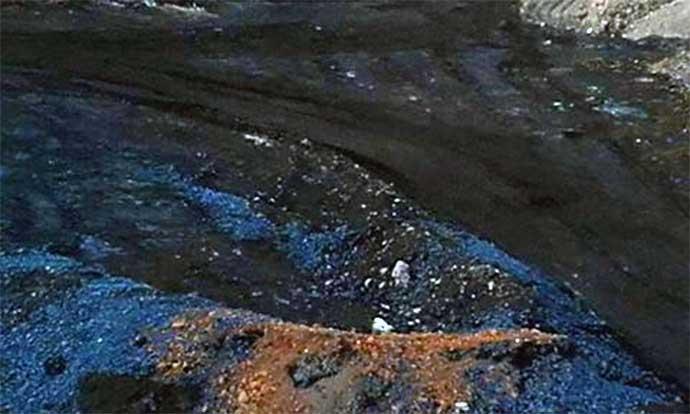 materiali-di-colore-blu-sversati-alla-discarica-san-procopio-barletta