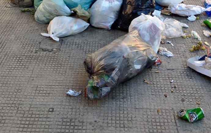 rifiuti-strada