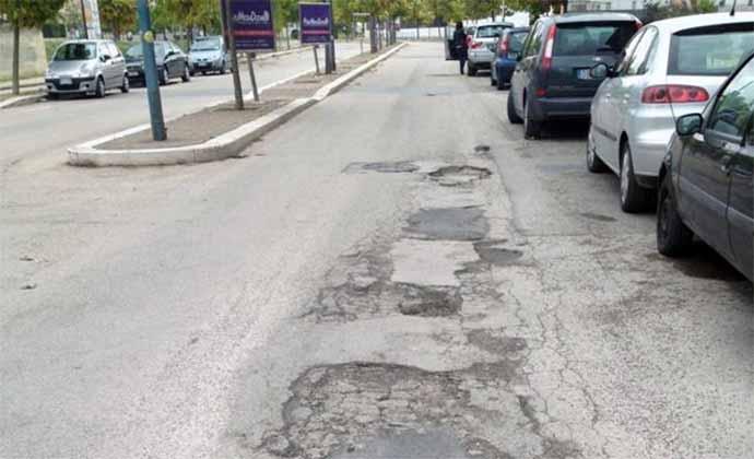 asfalto-rovinato-manto-stradale-danneggiato-quartiere-europa-di-andria