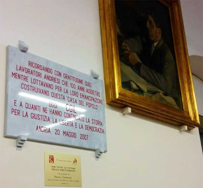 targa-dedicata-paola-clemente-accanto-al-quadro-di-giuseppe-di-vittorio-andria