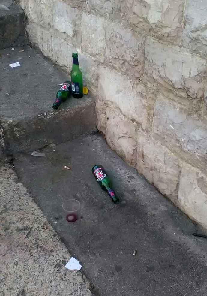 bottiglie-per-strada-ad-andria