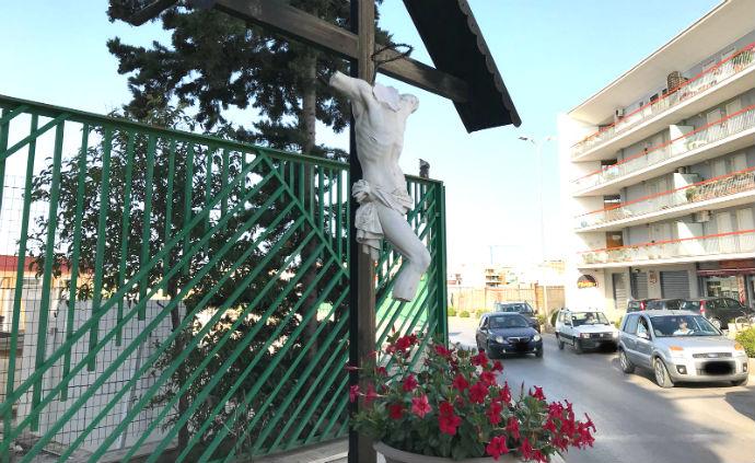 crocifisso decapitato cimitero comunale Andria