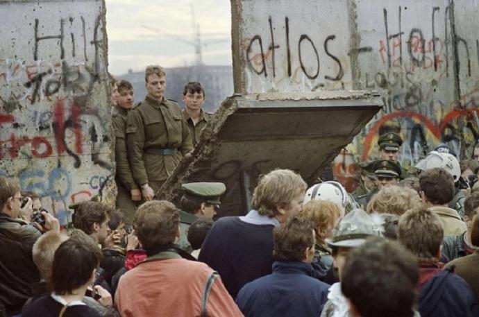 Quanti muri da abbattere dopo quello di Berlino? Ad Andria un dibattito presso Filomondo - VideoAndria.com
