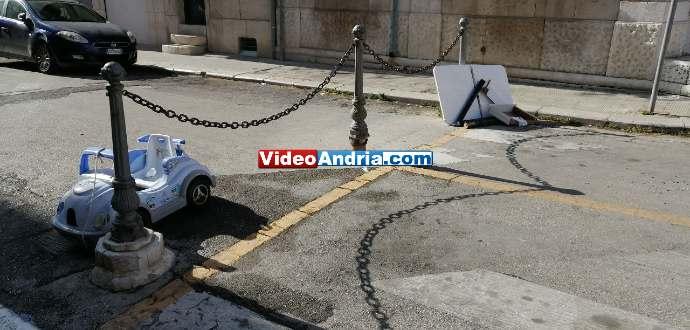 rifiuti abbandonati auto giocattolo via eritrea andria