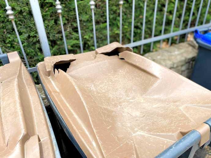 bidoni rifiuti danneggiati