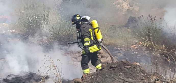 vigili fuoco incendio sterpaglie